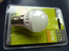 low energy LED 2W 135lm warm white nightlight golfball B22 bayonet fitting 240V mains north light brand packshot 3 DHD
