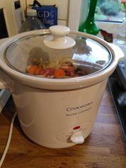 slow cooker Argos Cookworks 3l5 in use 1 DHD